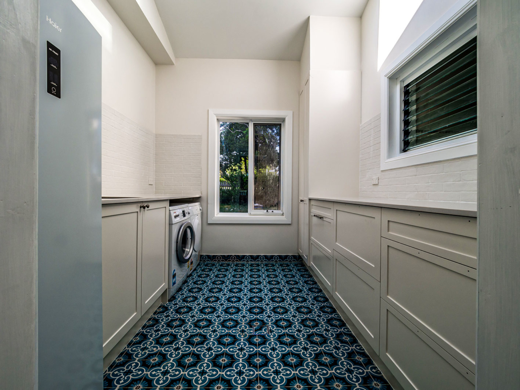 Berowra builder for home extension - laundry with louvre windows